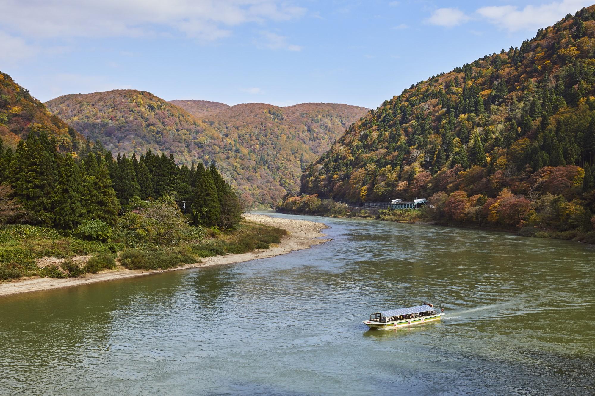 紅葉の鳴子峡、山刀伐峠と最上川舟下り<br>~松尾芭蕉の足跡を辿る~ 3日間