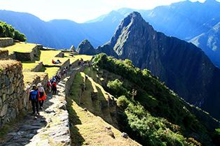 インカ・トレイルをマチュピチュ遺跡へ(ペルー)