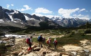 どこまでも続くロッキー山脈を見ながら