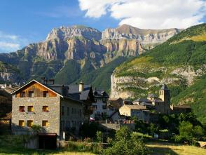 スペインの美しい田舎町トルラに宿泊