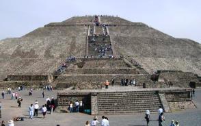 ティオティワカン遺跡の太陽のピラミッド
