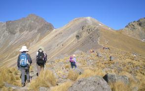 トルーカ山の火口を歩き北峰へ