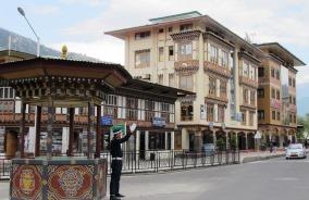 ブータンで唯一の信号は警察が行う