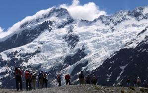 氷河峰を望むアオラキ/マウントクック国立公園