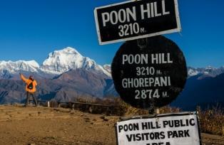 コース中のハイライトでもあるプーンヒルからのダウラギリI峰(8,167m)