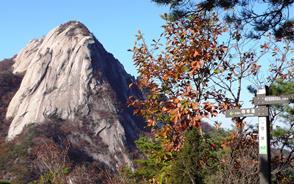 花崗岩の大岩峰・仁寿峰(インスボン)