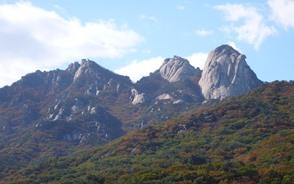 花崗岩の岩峰群・北漢山