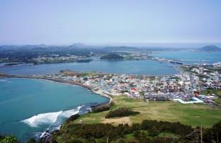 島内随一の眺め、世界遺産・城山日出峰
