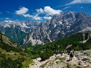 スクラティカ峰(左奥2,740m)とプリザンク峰(右2,547m)