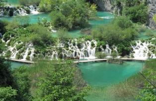 水量も豊富な初夏のプリトヴィツェ