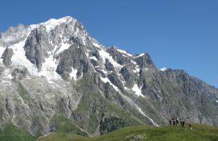グランドジョラス(4,208m)が迫る(7日目)