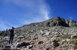 リシィ山の山頂をのぞむ(4日目)