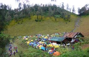 湖畔のキャンプ地・ラヌクンボロ
