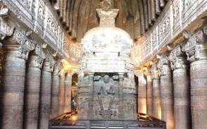 世界遺産のアジャンター内部の石窟画