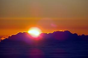 山頂にて望むご来光