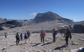 セッラ山塊最高峰ピッツ・ボエの山頂を目指して台地を歩く(7日目)