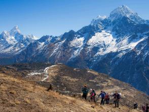 360度の展望が楽しめるゴンラ(4,028m)への登り