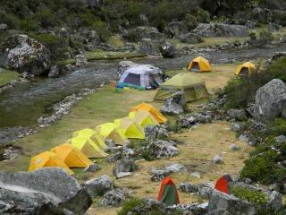 トレッキング最後のキャンプ地ヤマコラル