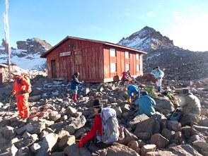 オーストリアンハット(4,790m)からレナナピークを望む