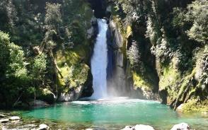 迫力満点のジャイアントゲート滝