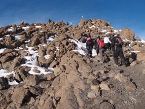 ギルマンズポイント(5,682m)への最後の登り