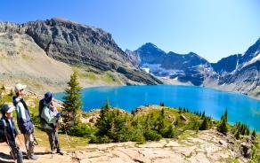 連日変化に富んだハイキングへご案内