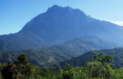 山麓より望むMtキナバル全景