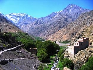 イムリルの村からツブカルの山塊(左)を望む(4日目)