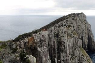 柱状節理の断崖が見事なホイ岬