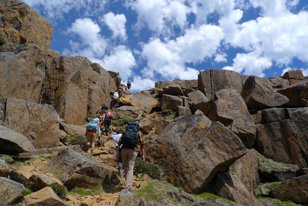 Mt.オッサ(1,617m)の山頂へ(6日目)