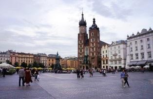 クラクフの中央広場と13世紀に建てられた聖マリア教会(6日目)