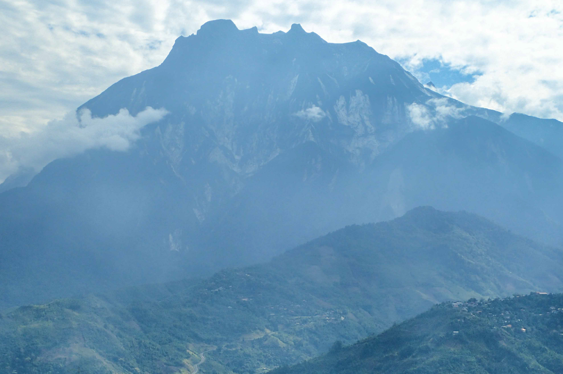 マレーシア最高峰Mt.キナバル(4,095m)の全景