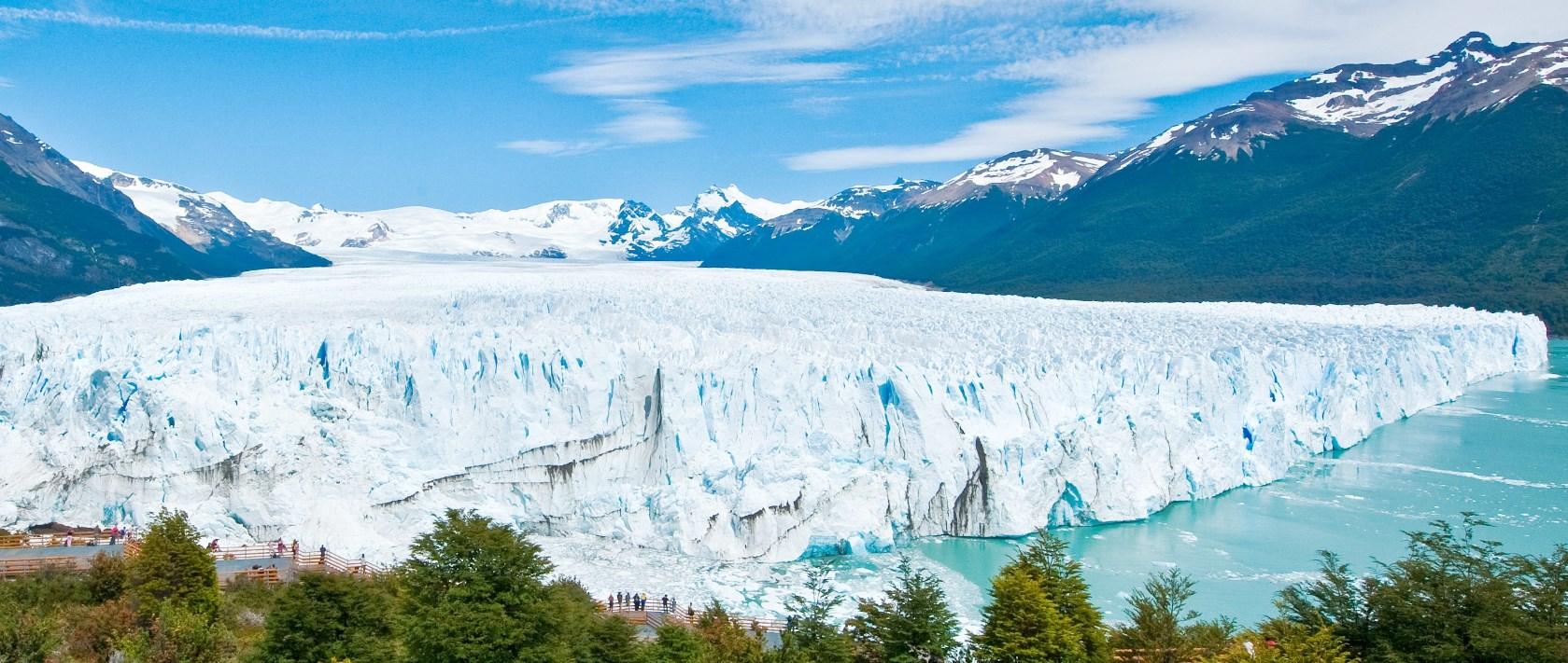 迫力のペリト・モレノ氷河を間近に望む