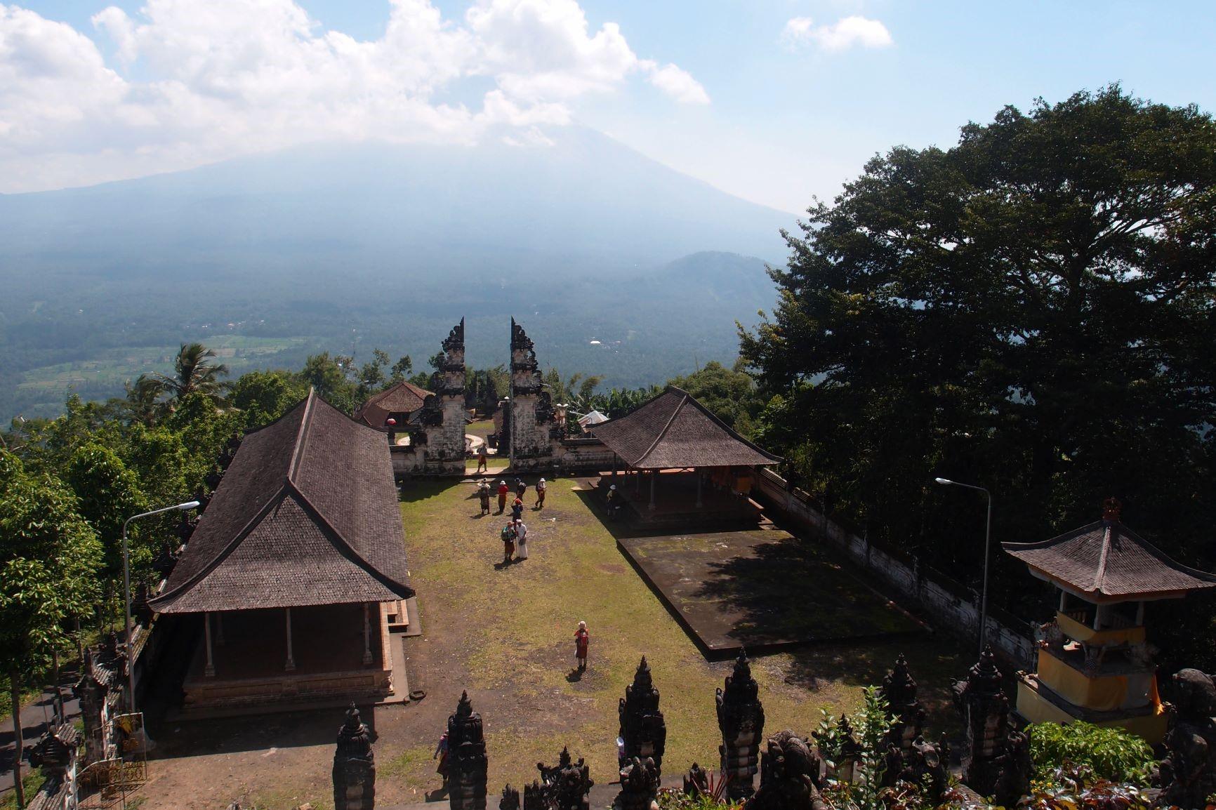 プナタラン・アグン寺院からアグン山を望む(2日目)