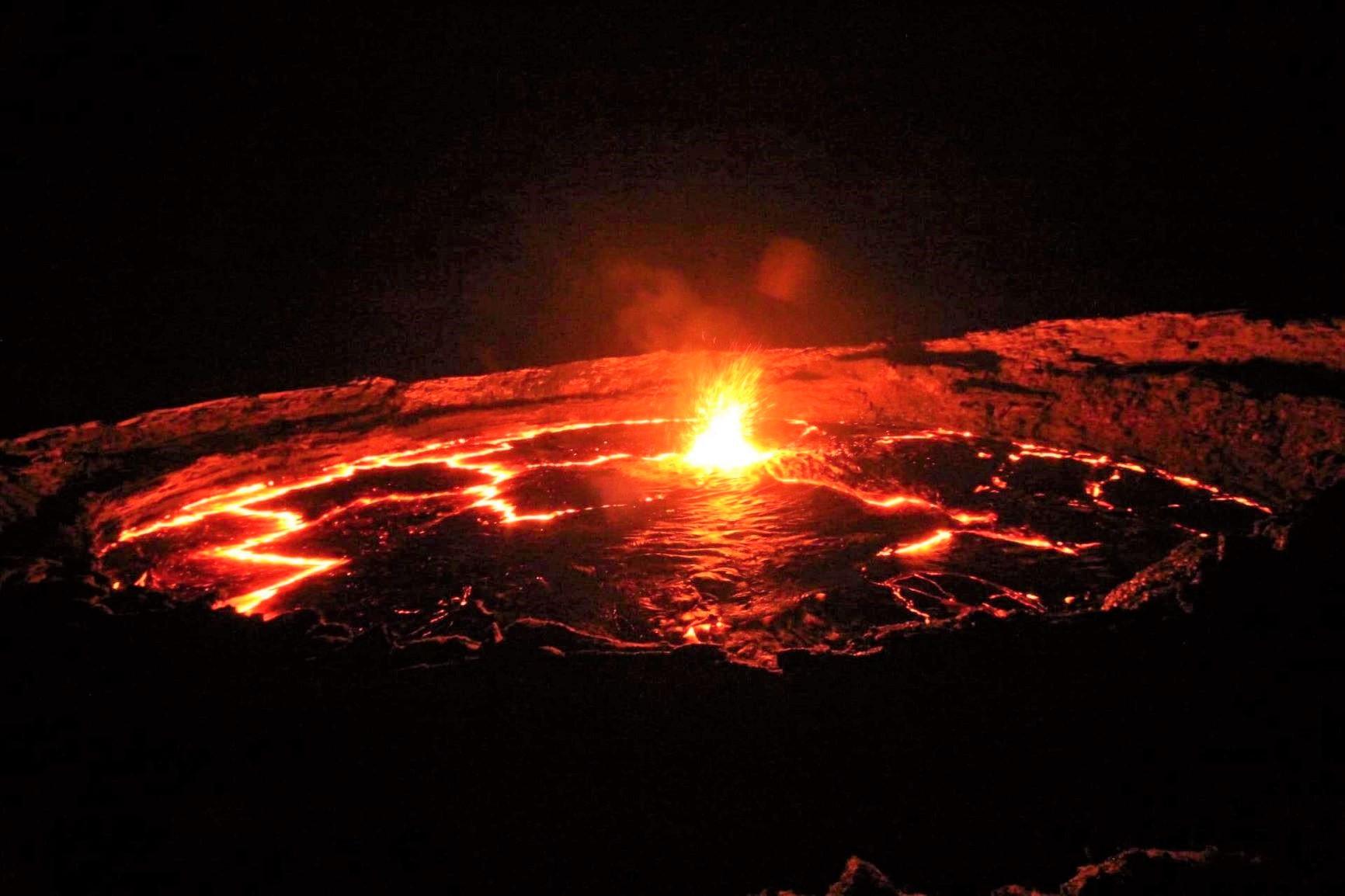 躍動感あふれるエルタ・アレ火山