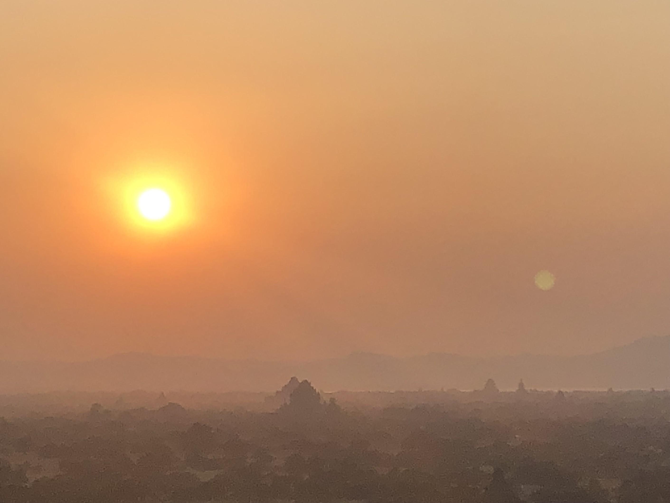 バガン遺跡の仏教寺院群を染める夕日(5日目)