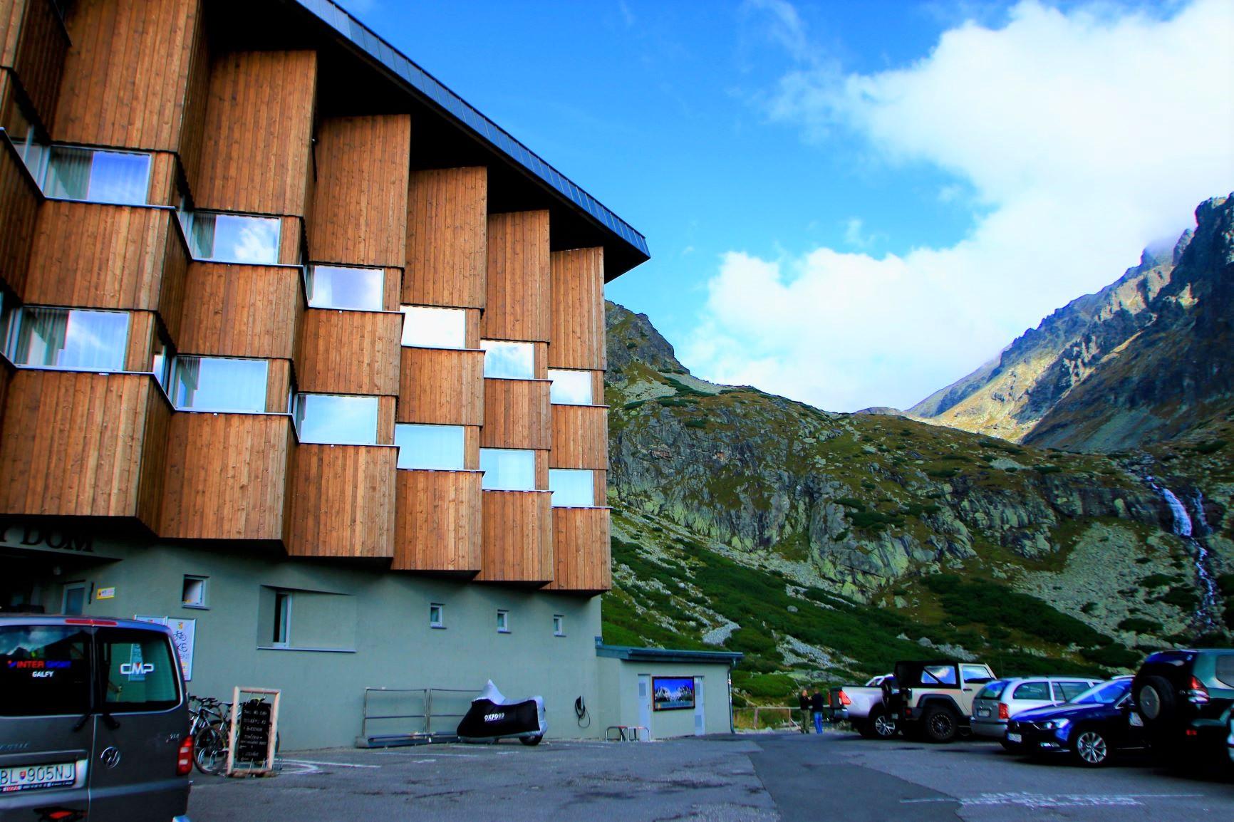 絶景に囲まれた山岳リゾートホテルに連泊で宿泊