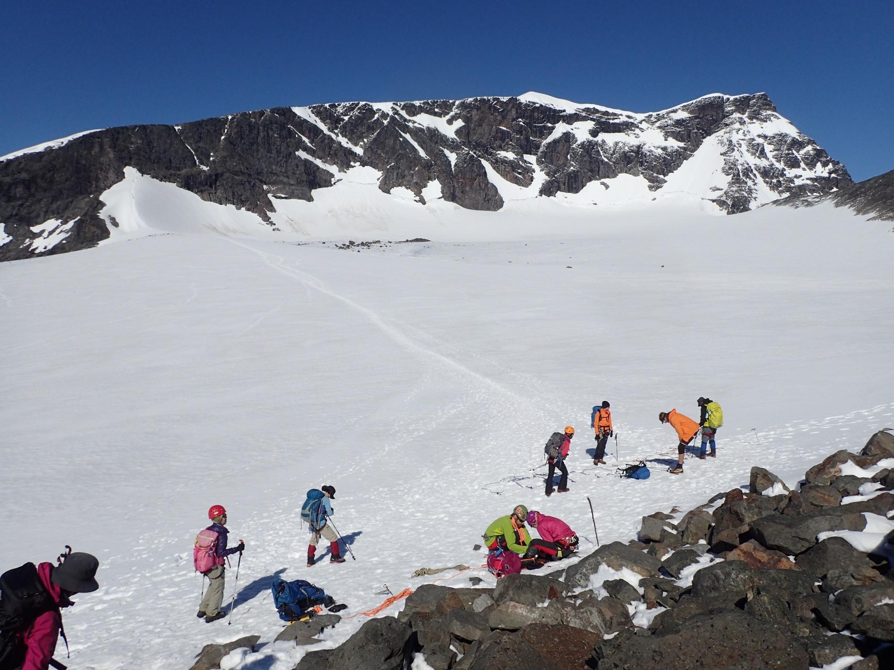 ビヨリン氷河をロープをつけて横断(7日目)