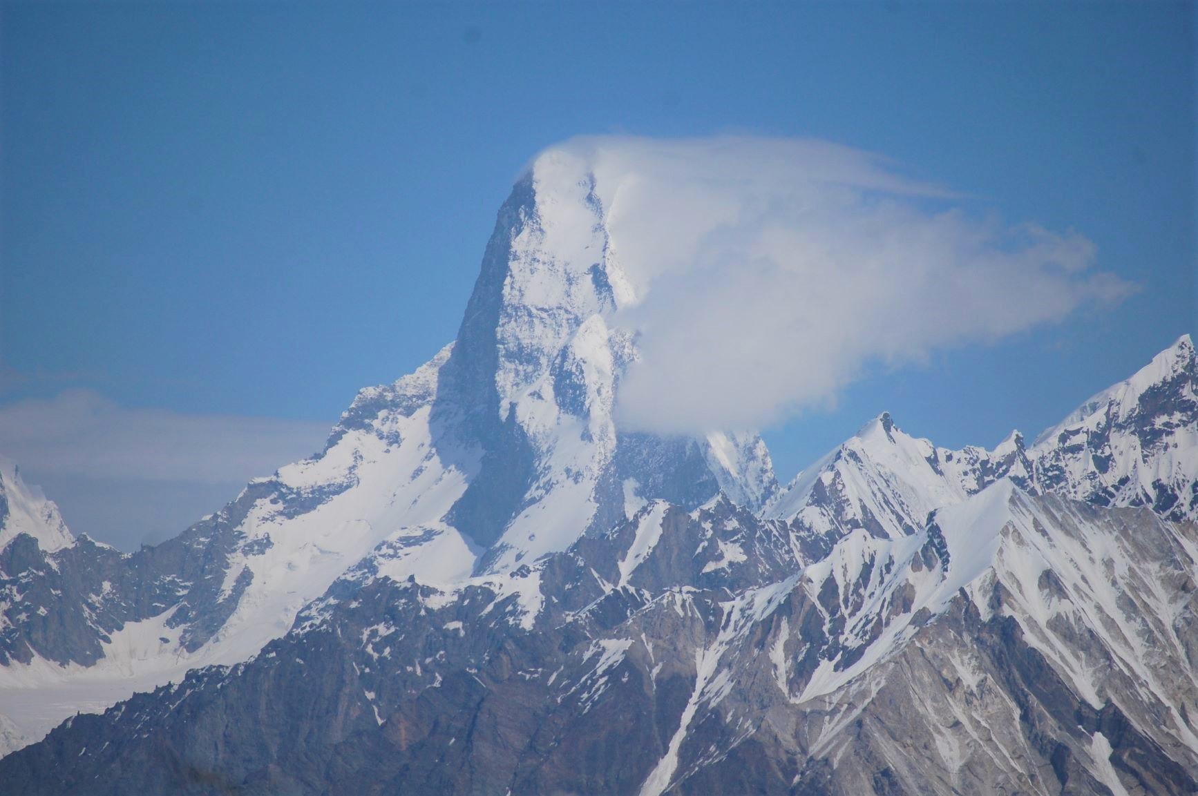バルトロ氷河上部からの怪峰ムスターグタワー