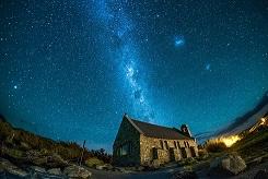 善き羊飼いの教会から星空を見上げる