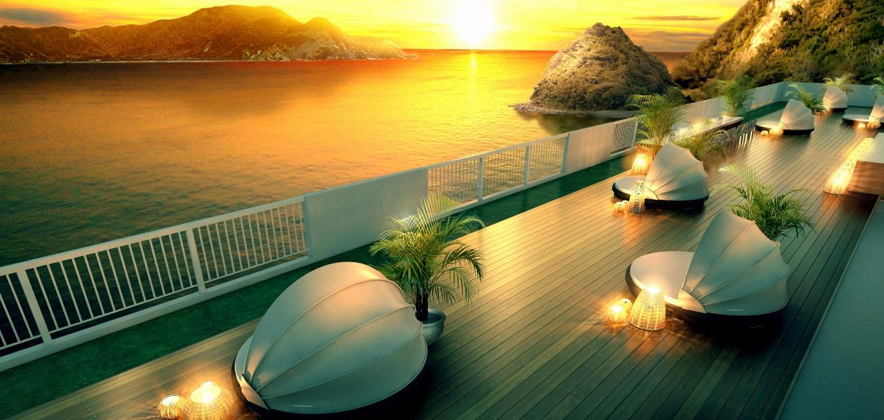 屋上テラスのゆったりしたスペースで空や海の色の移ろいを感じることができる