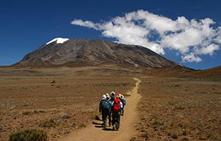 キリマンジャロ山頂へ向けて(タンザニア)