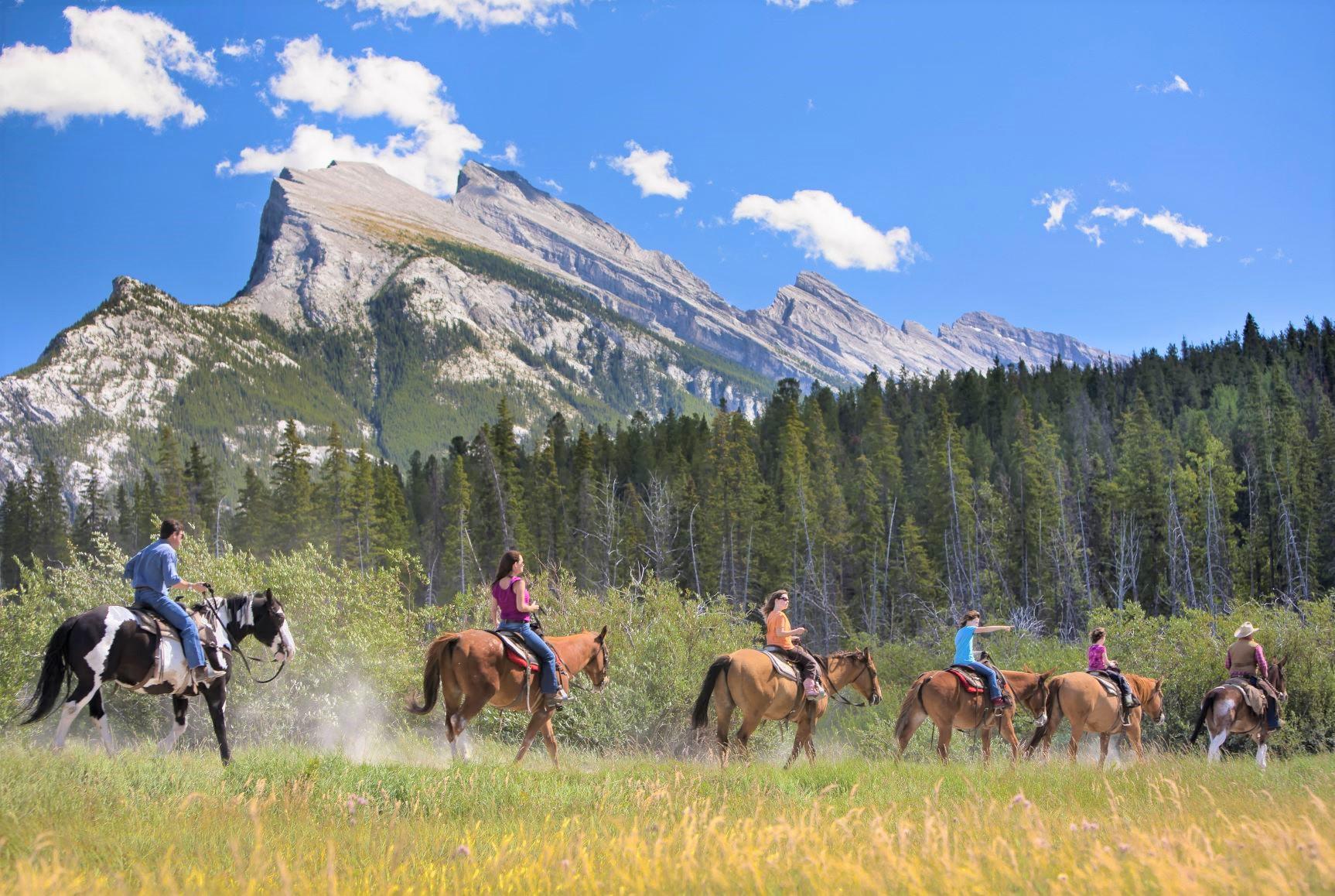 バンフで乗馬体験(別料金)