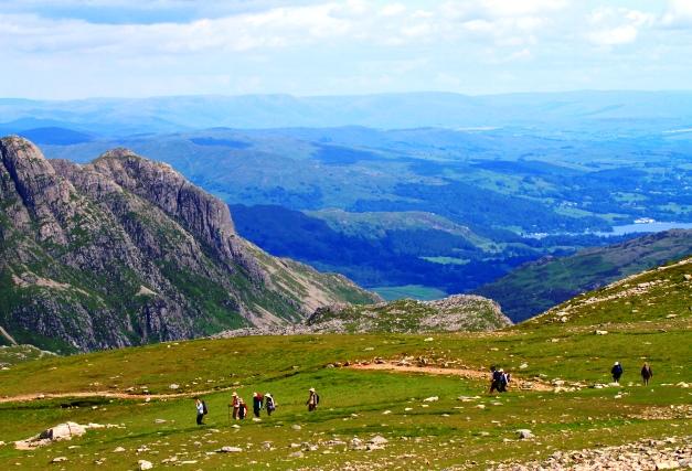 イングランドの最高峰スコーフェル・パイクからの下り