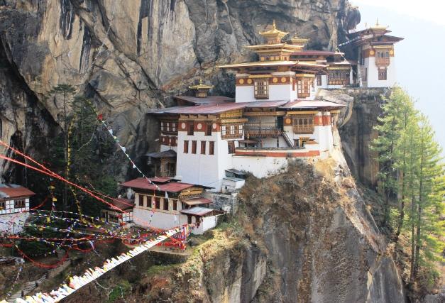 荘厳なタクツァン僧院