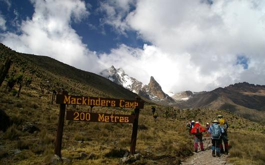 テレキ谷からマッキンダースキャンプ(4,200m)へ