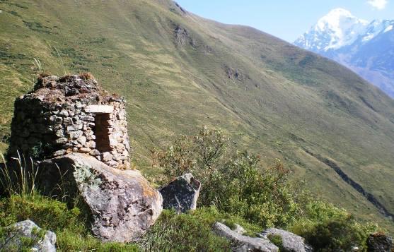 クオリー(石切り場)付近に残る墳墓