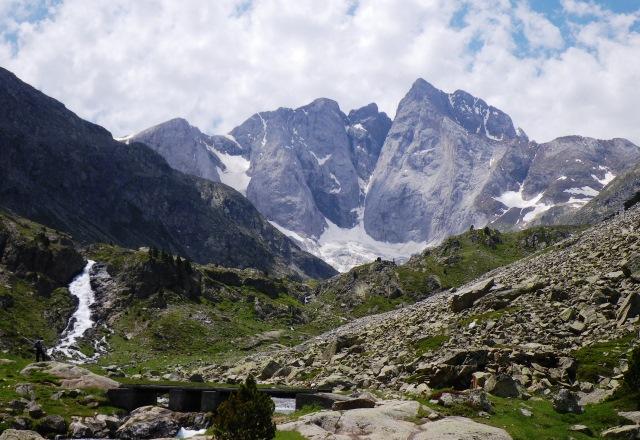 ビニュマール峰北壁の展望地へ