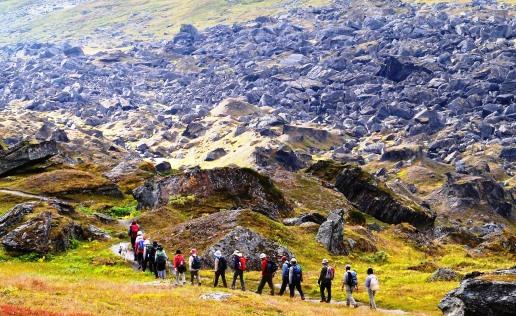 """""""岩の谷""""をハイキング"""