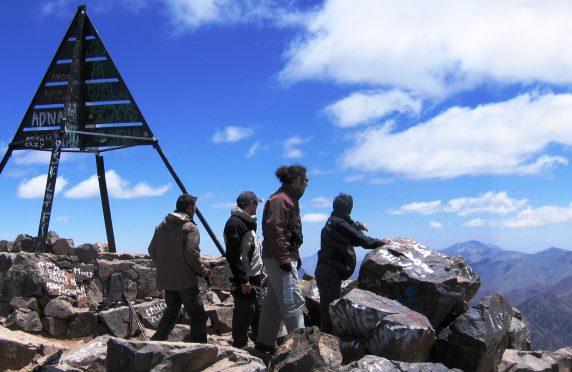 ツブカル山頂(4,167m)からの雄大な景色